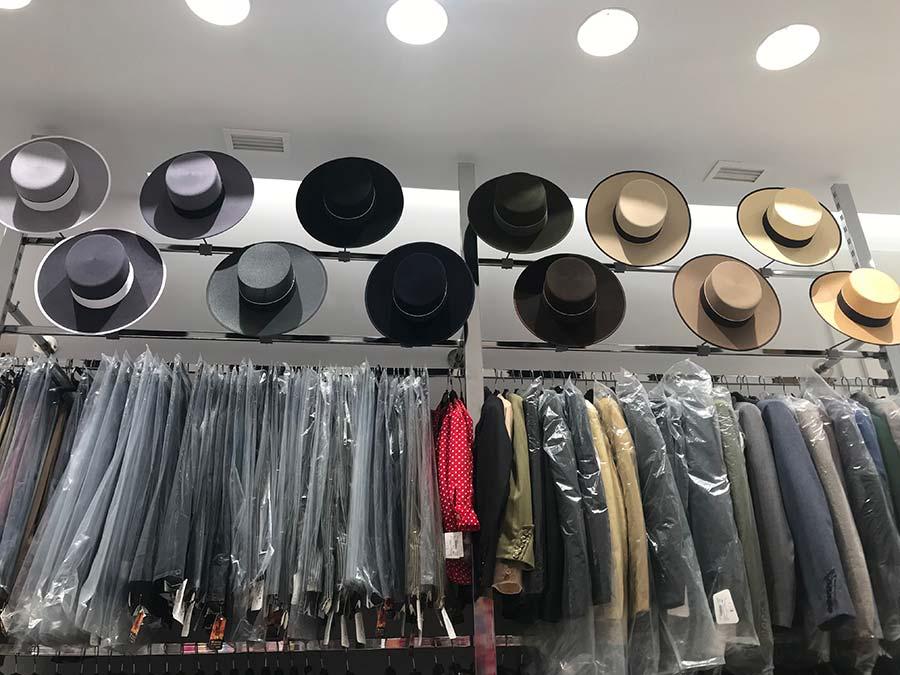 Exposición de trajes y sombreros camperos